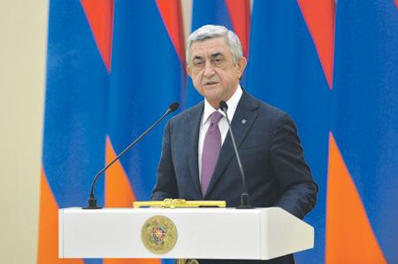 Последний месяц президентской Армении: Серж Саргсян может сохранить власть, став премьер-министром
