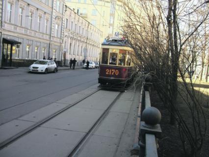 маяковский, окуджава, смеляков, трамваи, паровозы, троллейбусы, москва, поэзия
