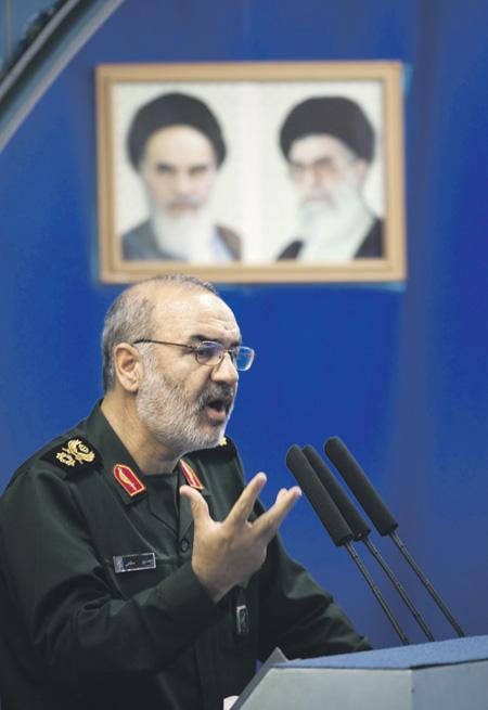 Генерал Хоссейн Салами напомнил о близости к Ирану американских баз.Фото Reuters