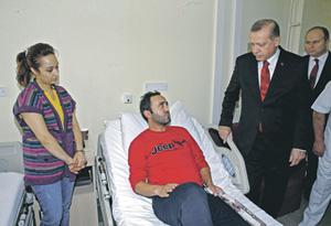 Реджеп Тайип Эрдоган навестил в больнице пострадавших при теракте сограждан. Фото Reuters