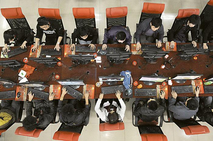 Пользователи Сети могут находиться вблизи друг от друга не только реально, но и виртуально.Фото Reuters