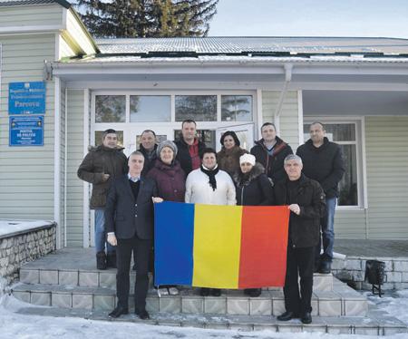 Сельская власть предпочитает румынский флаг. Фото с сайта www.point.md