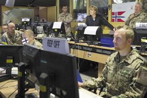 Канцлер ФРГ Ангела Меркель в ситуационном центре Международных сил содействия безопасности в Афганистане. Фото Reuters