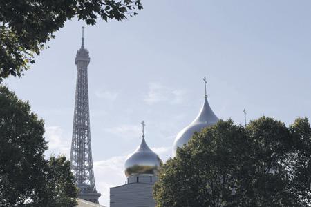 Духовный центр, открыть который должен был российский лидер, находится рядом с Эйфелевой башней.Фото Reuters