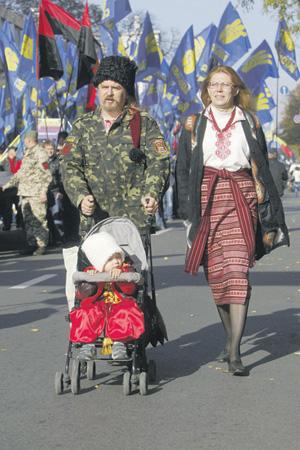 """Партия """"Свобода"""" Олега Тягнибока вчера начала шествие с утра. Фото Reuters"""