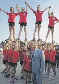 Владимир Путин призвал уделять основное внимание воспитанию патриотизма в рядах молодежи.Фото РИА Новости/Reuters