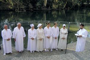 Баптисты на Святой земле имеют возможность совершать крещение в Иордане. Фото автора