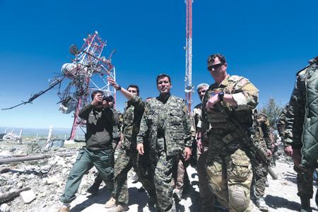 """Борьба """"Демократических сил Сирии"""" с джихадистами не обходится без консультаций с американскими военными советниками.Фото Reuters"""
