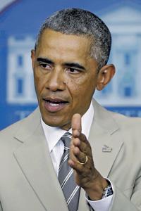 Светлый костюм и неловкие слова Обамы привлекли всеобщее внимание.Фото Reuters