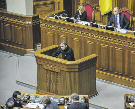 Представленный Игорем Лапиным жесткий законопроект насторожил некоторых депутатов Верховной рады.Фото с сайта www.nfront.org.ua