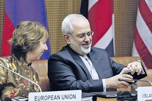 Верховный представитель ЕС по иностранным делам и политике безопасности Кэтрин Эштон и министр иностранных дел Ирана Джавад Зариф приступили к  работе над «конкретными элементами» возможного соглашения. Фото Reuters