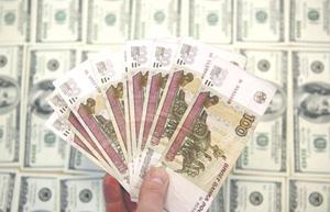 Отечественная валюта может в следующем году упасть сильнее, чем рассчитывает Минфин.Фото Reuters