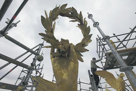 В Берлине сейчас реконструируют колонну Победы. В наше время и сама категория национального успеха переосмысливается. Фото Reuters