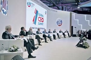 На форуме в Санкт-Петербурге чиновники демонстрируют завидный оптимизм.Фото РИА Новости