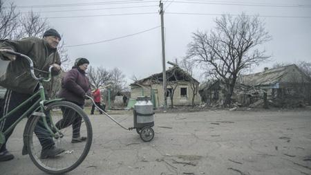 Жители Авдеевки, контролируемой Киевом,  смотрят на ситуацию в Донбассе не так, как в столице.Фото с сайта www.radiosvoboda.org