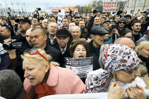 Протестные движения настойчиво напоминают о себе. Но их, как правило, не слышат.Фото Reuters