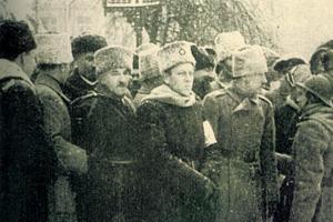 Симон Петлюра (в центре) особенно укрепил надежды сторонников «чисто украинской» Церкви. Фото 1918 года Гражданская война на Всеукраинском Соборе Гражданская война на Всеукраинском Соборе 7 7 2