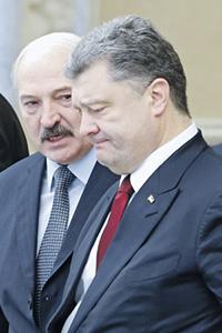 В кулуарах Минской встречи Александр Лукашенко провел разъяснительную работу с Петром Порошенко.  Фото Reuters