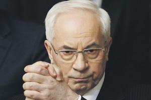 Николай Азаров считает, что пересматривать газовые контракты с Россией нужно на переговорах. Фото Reuters