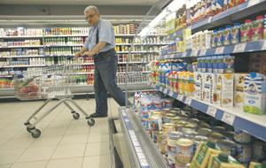 Россияне теперь предпочитают выбирать еду подешевле.Фото Reuters