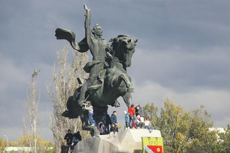 В Тирасполе выросло поколение, которое не помнит  войны на Днестре. Фото с сайта www.president.gospmr.org