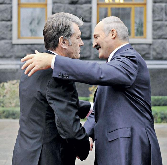 Встретились как-то демократ с автократом... Фото c официального сайта  президента Украины