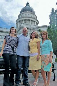 Теперь Джо Даргер – почти законный муж своих трех жен.Фото из аккаунта Джо Даргера в Facebook