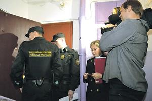 Служба судебных приставов для исполнения приговоров о наказании взяточников рублем имеет право обратить внимание на их имущество. Фото с сайта www.fssprus.ru