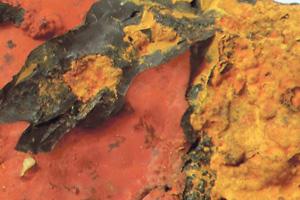 Минерал лимонит. Примерно такие же породы и придают красный цвет поверхности Марса. Фото автора