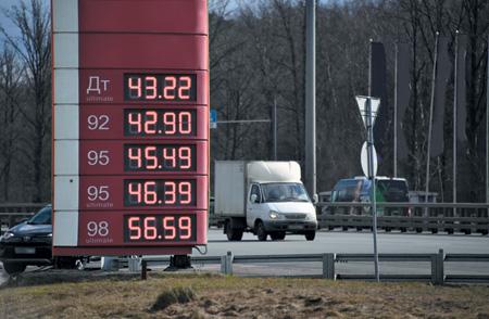 Россиянам, похоже, скоро придется привыкать к фантастически подорожавшему бензину. Фото PhotoXPress.ru