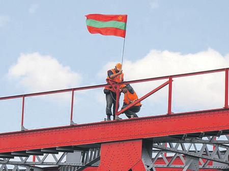 Здесь, на мосту через Днестр, начинается Приднестровье. Фото  с сайта www.novostipmr.com