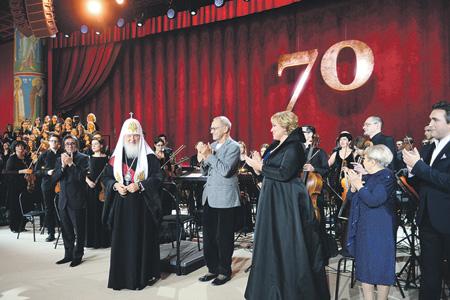 За славословиями в честь 70-летия Кирилла не слышно трезвых суждений о восьми годах его патриаршества.Фото с сайта www.patriarchia.ru
