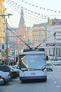 Троллейбус все больше отвоевывает себе место как экологически чистый транспорт.Фото Алексея Калужских (НГ-фото)