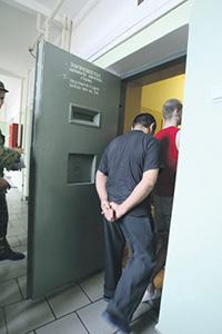Тесноту в российских СИЗО заключенным предлагается компенсировать.Фото Арсения Несходимова (НГ-фото)