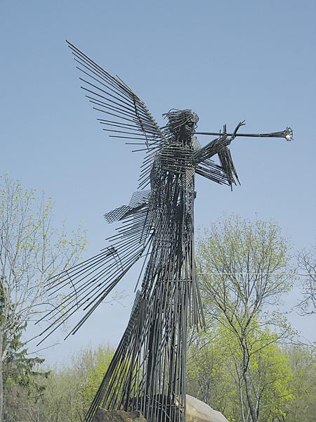 Памятник Ангелу Апокалипсиса в Чернобыле.