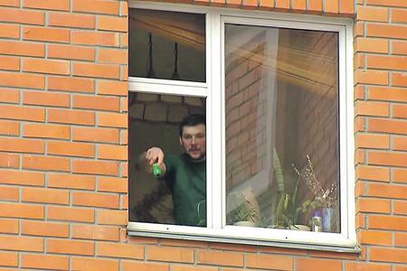 Вряд ли на Николая Оводова повлиял лишь «мировой еврейский заговор», когда он брал в заложники свою семью. Кадр из видео YouTube