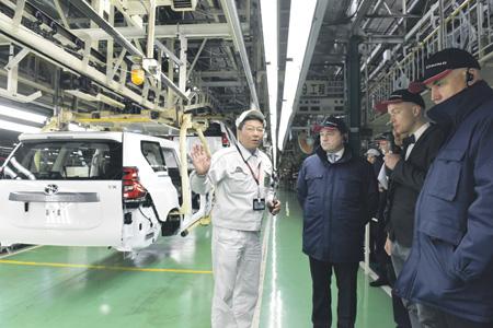 Андрей Воробьёв осмотрел в Токио автопроизводство Hino