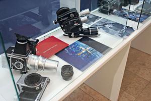 Работа историка науки - это не только библиотеки и архивы, но и уникальные собрания артефактов. Коллекция кино- и фотоаппаратуры, использовавшейся в космических экспедициях.
