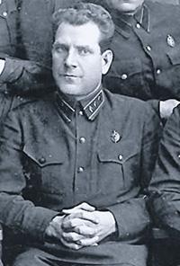 Начальник 6-го отделения ГПУ Евгений Тучков вынуждал верующих выполнять законы Страны Советов.Фото 1932–1933 годов