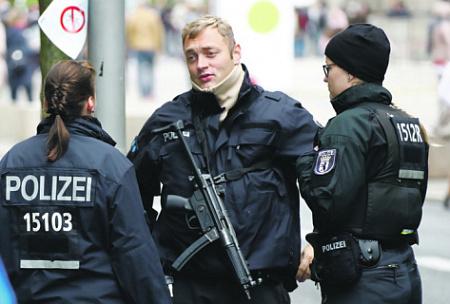 Полиция Берлина получит право стрелять без предупреждения